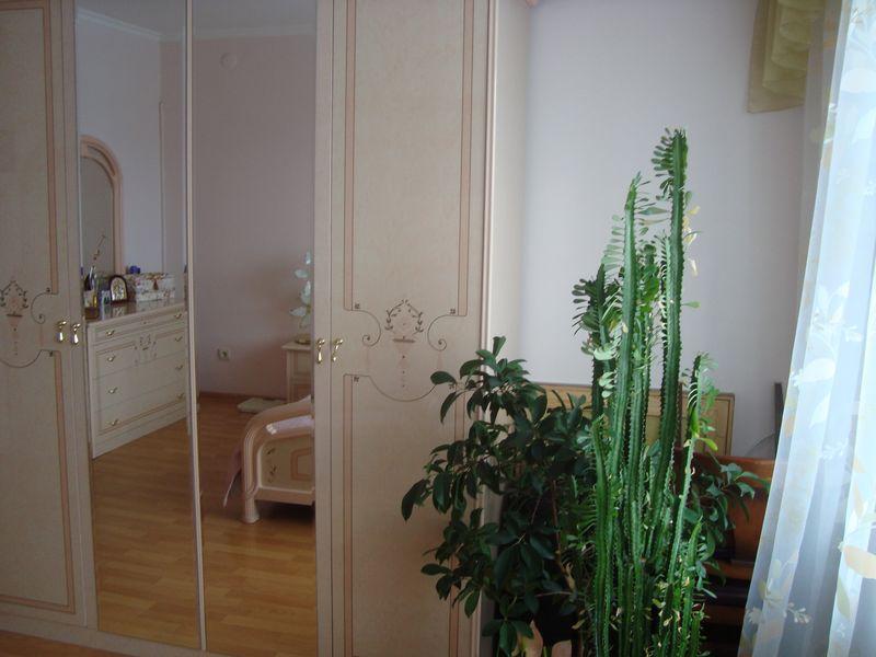 Продам 2-комн. квартиру по адресу Россия, Кемеровская область, Кемерово, ул. Свободы,6 фото 2 по выгодной цене