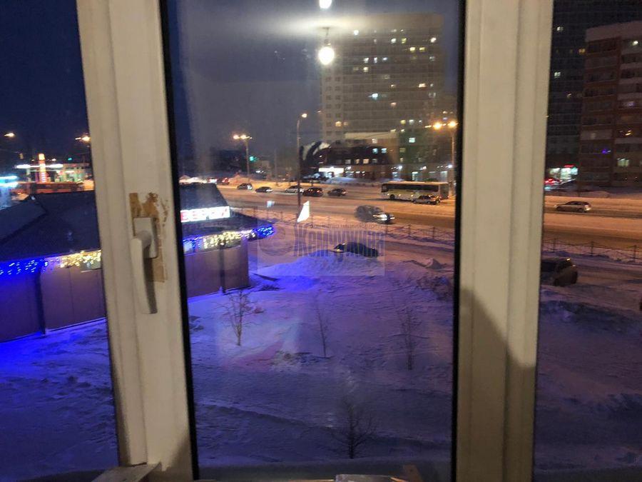 Продам 4-комн. квартиру по адресу Россия, Кемеровская область, Кемерово, пр-кт Шахтеров,115 фото 2 по выгодной цене