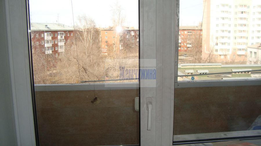 Продам 3-комн. квартиру по адресу Россия, Кемеровская область, Кемерово, ул. 40 лет Октября,27 фото 15 по выгодной цене
