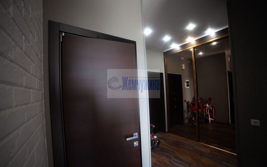 Продам 2-комн. квартиру по адресу Россия, Кемеровская область, Кемерово, ул. Марковцева,6 фото 2 по выгодной цене