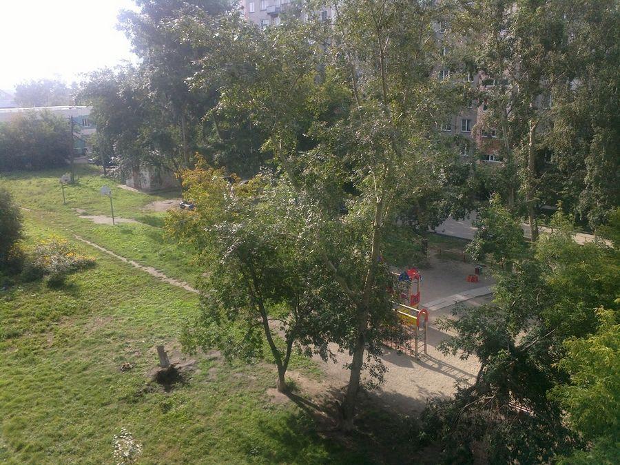 Продам 2-комн. квартиру по адресу Россия, Новосибирская область, Новосибирск, ул. Толстого,234 фото 4 по выгодной цене