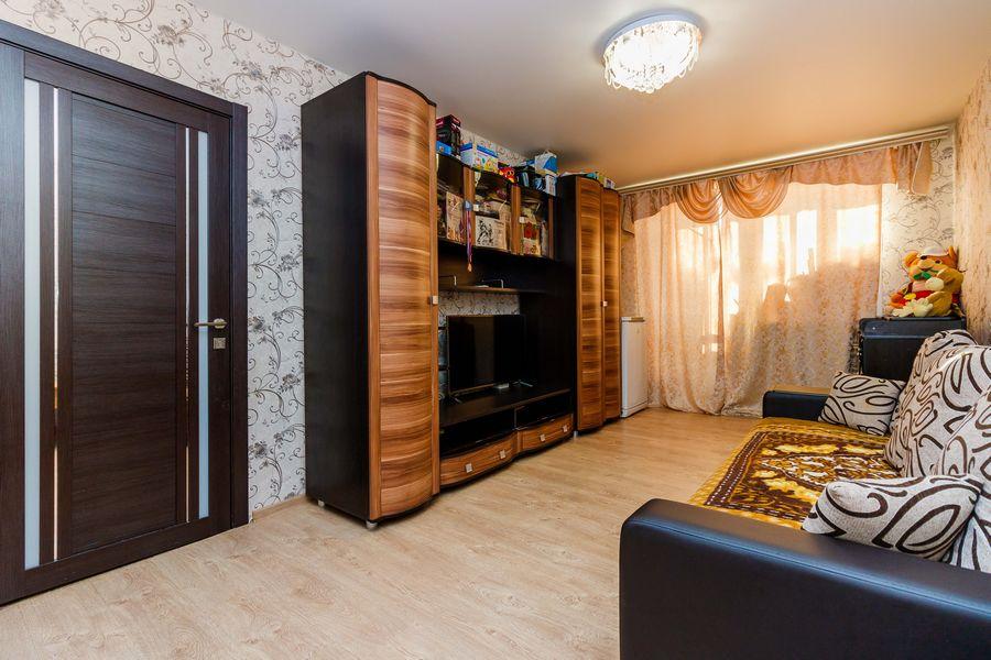 Продам 2-комн. квартиру по адресу Россия, Новосибирская область, Новосибирск, ул. Петухова,118 фото 1 по выгодной цене