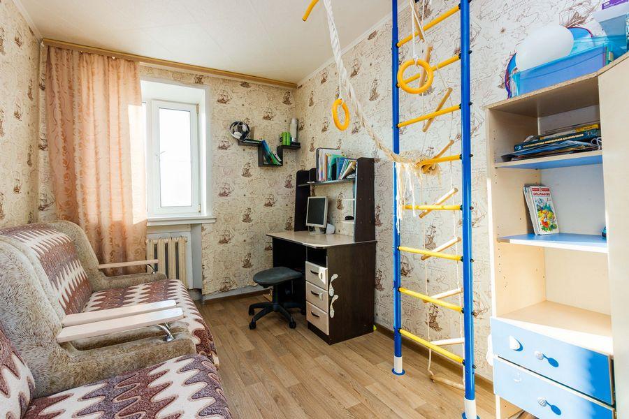 Продам 2-комн. квартиру по адресу Россия, Новосибирская область, Новосибирск, ул. Петухова,118 фото 2 по выгодной цене