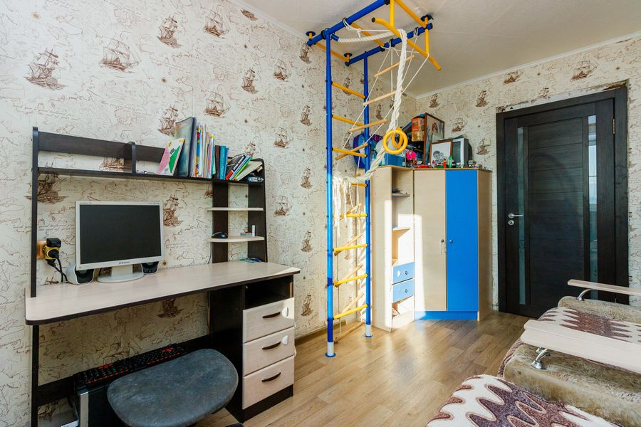 Продам 2-комн. квартиру по адресу Россия, Новосибирская область, Новосибирск, ул. Петухова,118 фото 3 по выгодной цене
